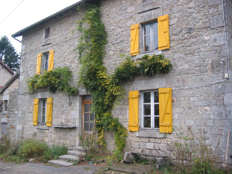 Maison volets jaunes _web